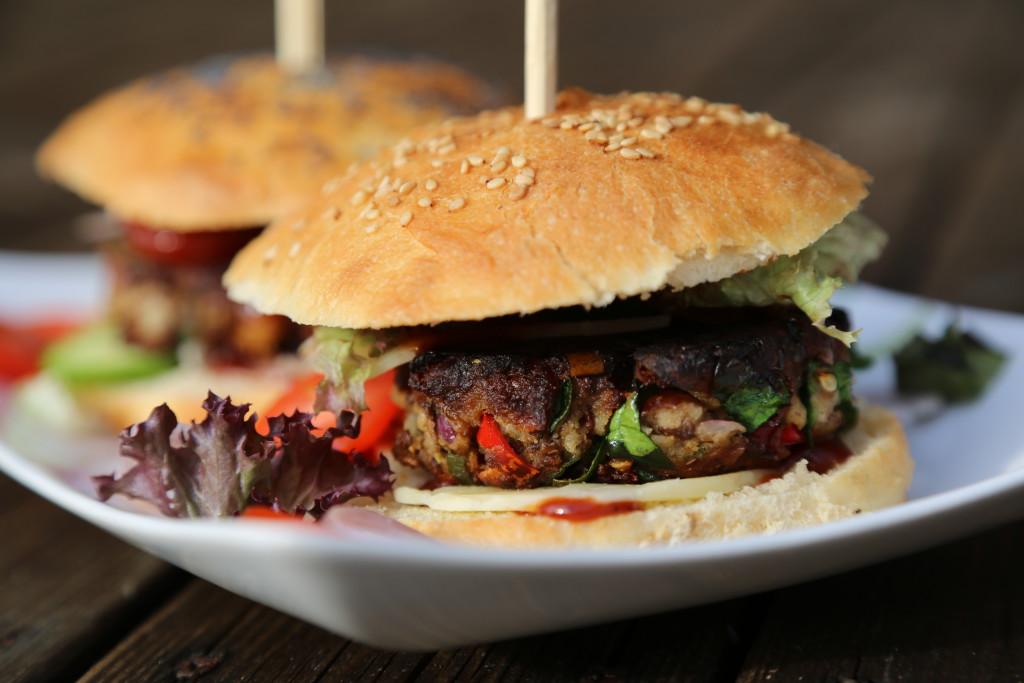 veggie burger v domácí kváskové bulce