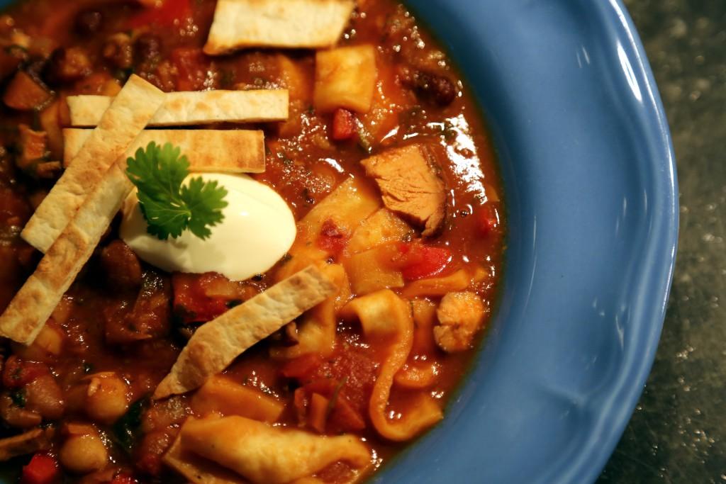 Tortila povařená v polévce nám ji krásně zahustila a dodala ještě více chuti mexické kuchyně.