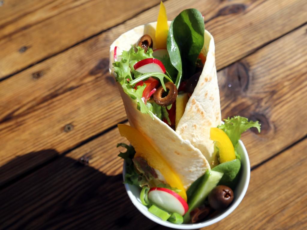 návrh na servírování jednotlivých porcí tortill i se salátem
