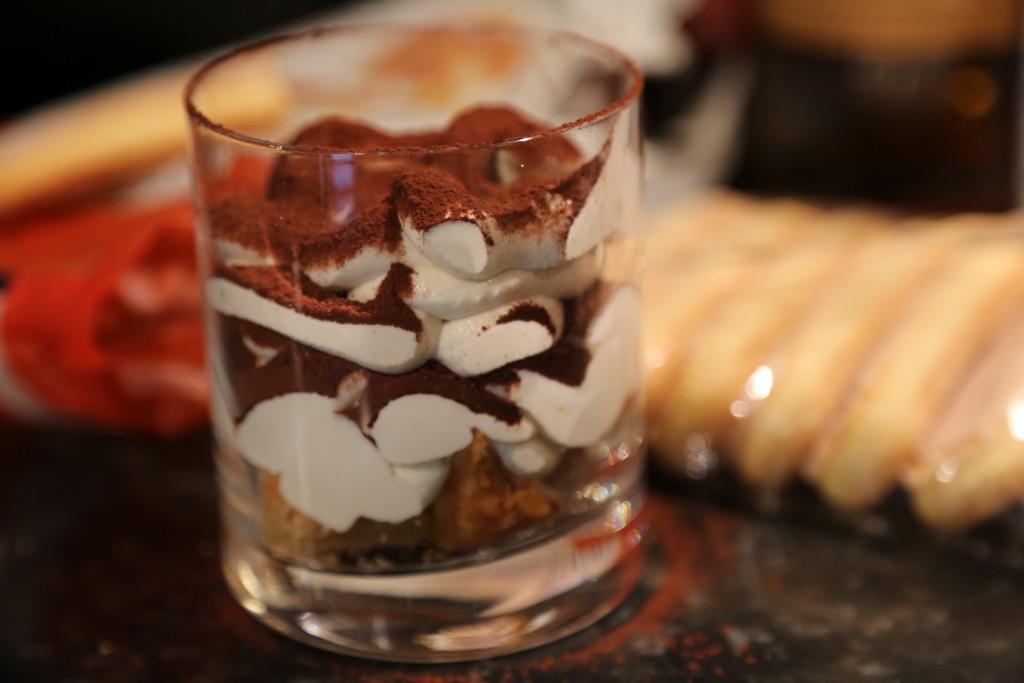 Parfait jako tiramisu z domácí lučiny je hotový během pár okamžiků