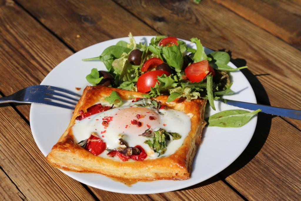 galettka z listového těsta se zapečenou zeleninou a vejcem dodá energii vašemu ránu...