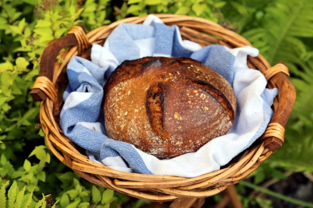 pomazánka z tuňáka, lučiny a kaparů je delikátní v kombinaci s domácím chlebem