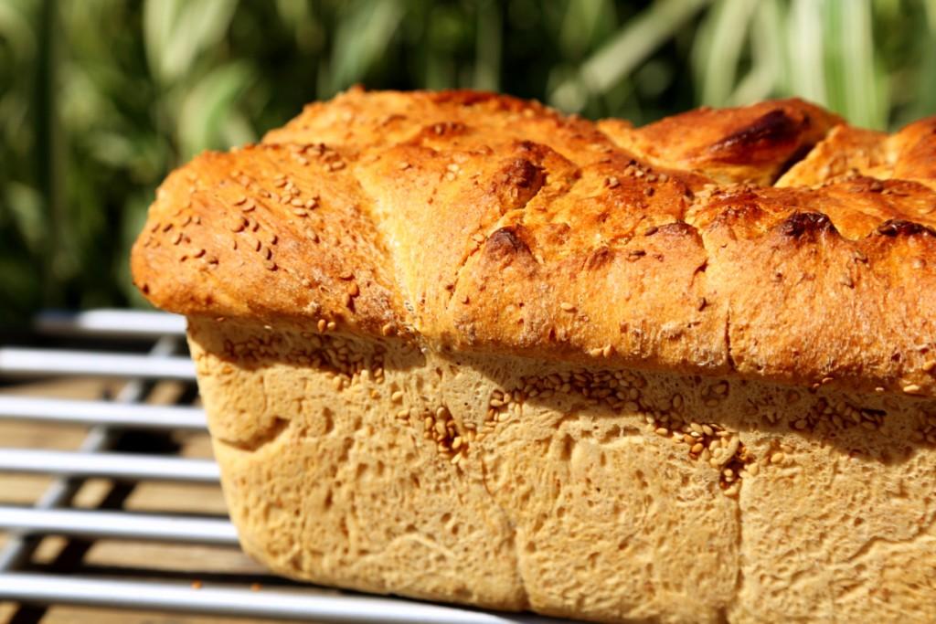 kdo má rád, tak posype chléb semínky před pečením