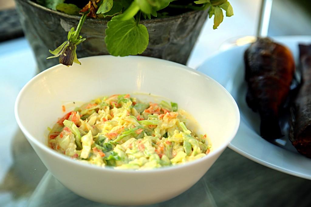 po smíchání s lahodnou zálivkou je dobré salát coleslaw nechat chvíli odležet v chladu