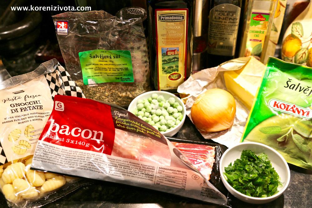 suroviny na základní recept: šalvějová sůl, slanina, hrášek, cibule, máslo a petrželka