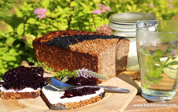 borůvkový džem s vanilkou a skořicí