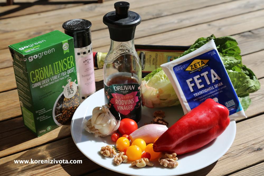 suroviny: zelená / hnědá čočka, červený vinný ocet, sýr feta, olivový olej, tymián, česnek, ořechy, šalotka a zelenina dle vašeho výběru..