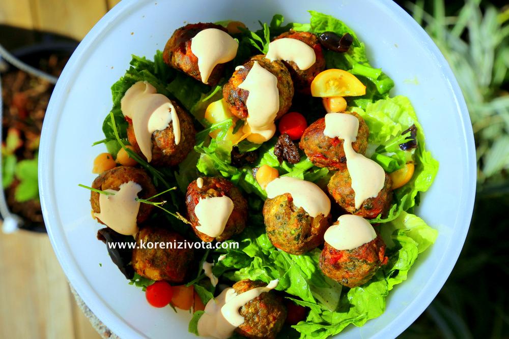 Zeleninové kuličky a pikantní majonéza se dají jednoduše zablit s sebou na výlet...