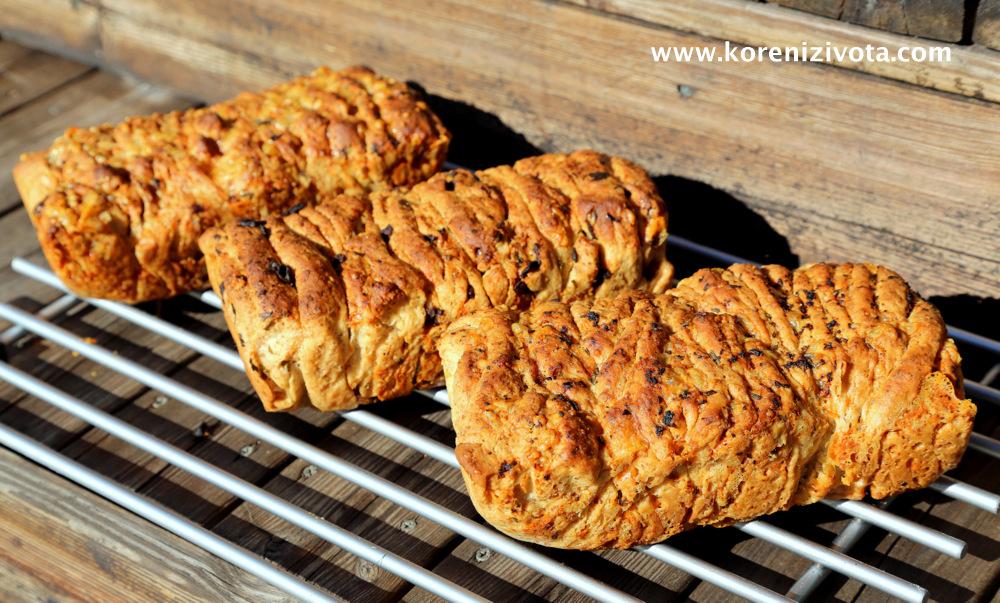 trhací bylinkový chleba ve 3 různých příchutích