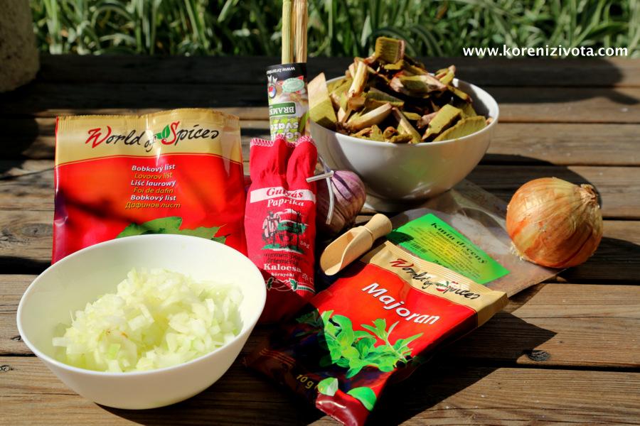 na rychlý houbový guláš potřebujete cibuli, česnek, houby, sádlo, mletou papriku, majoránku a kmín