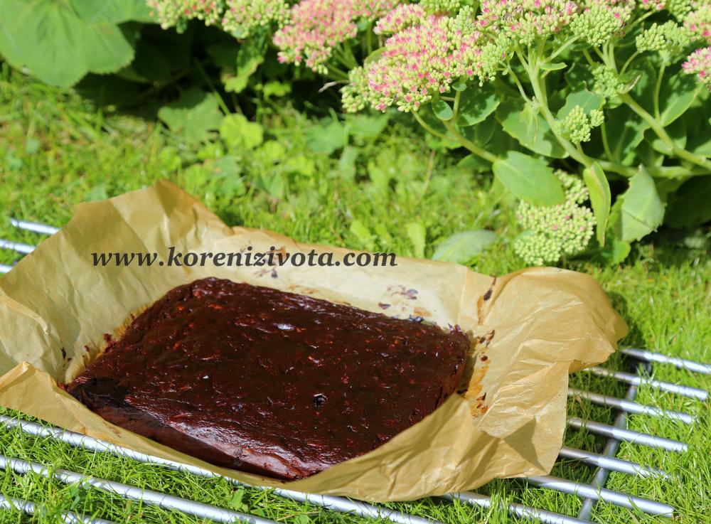 cuketové brownies s arašídovým máslem jsou na povrchu po upečení krásně lesklé