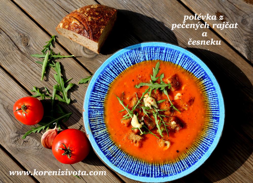 polévka z pečených rajčat a česneku je plná chutí a barev