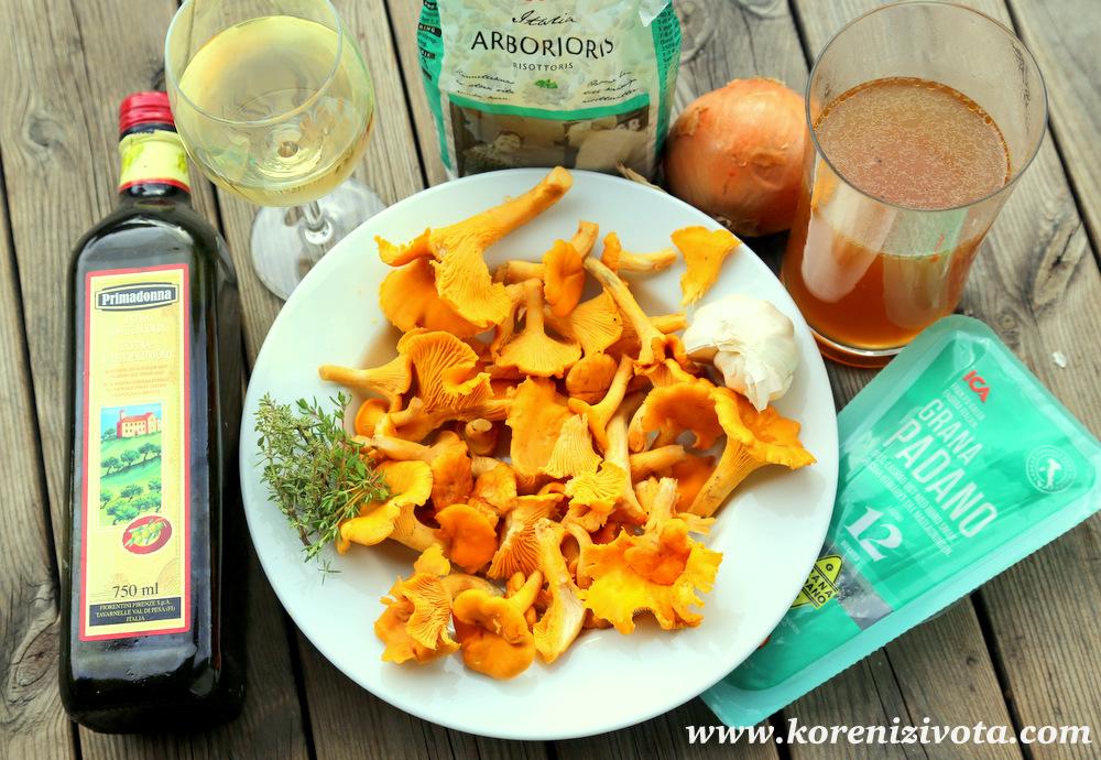 Risotto s karamelizovanou cibulí a liškami potřebuje pouze olivový olej, vývar, bílé víno, cibuli, tymián, Parmezán, česnek a lišky. Základem je ale rýže Arborio.