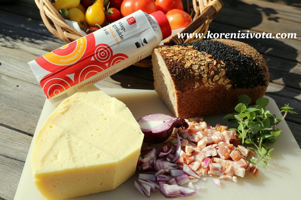 suroviny: toastový chléb, slanina, cibule, bylinky, vejce, sýr a smetana či mléko