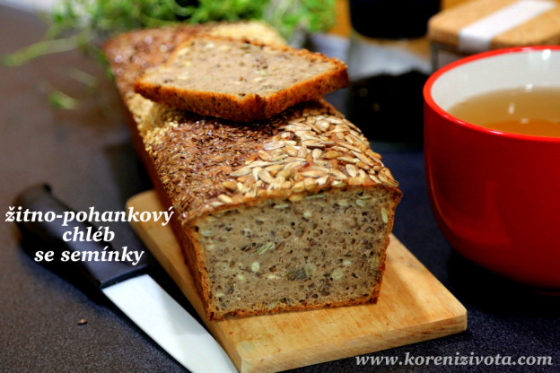 žitno-pohankový chléb se semínky