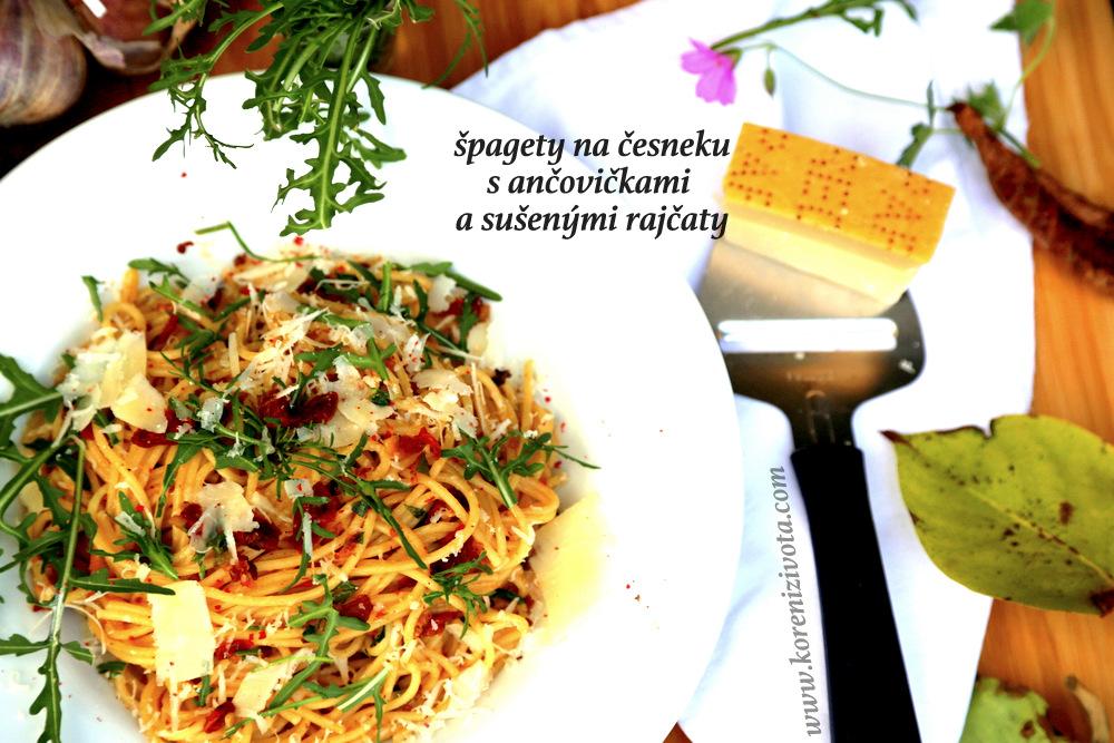 špagety na česneku s ančovičkami a sušenými rajčaty