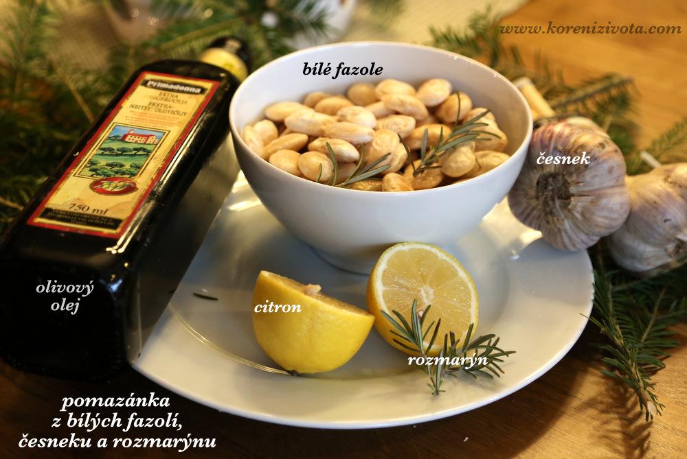 suroviny jsou v základu pouze fazole, rozmarýn, citron a olvový olej. Na zjemnění jsem použila i zakysanou smetanu, trochu chilli a růžový pepř