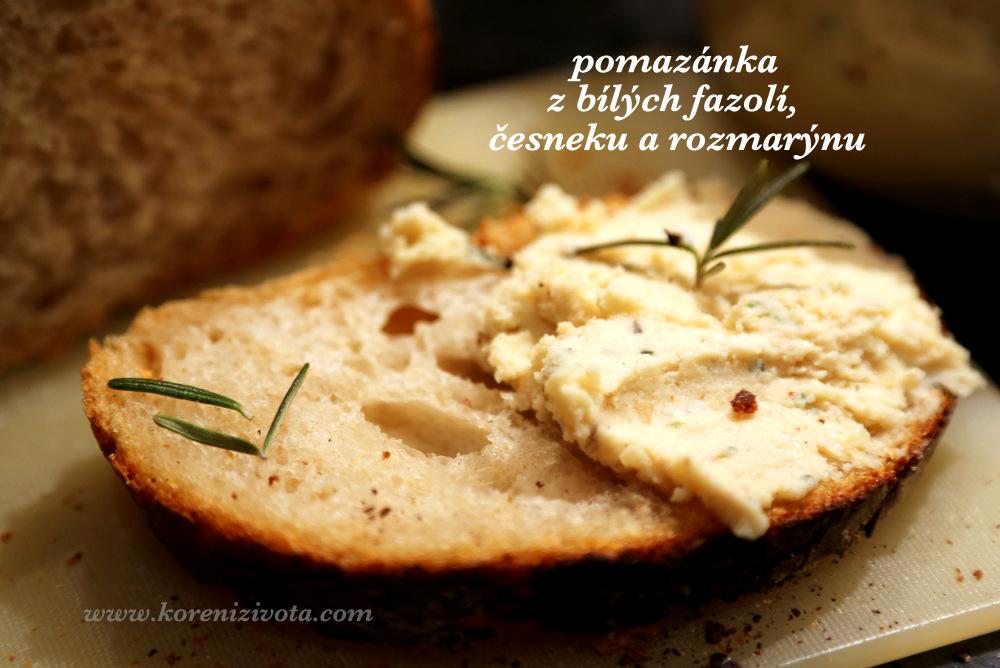 pomazánka z bílých fazolí, česneku a rozmarýnu chutná na čerstvém chlebu přímo božsky!