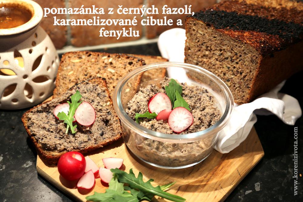 pomazánka z černých fazolí, karamelizované cibule a fenyklu s kváskovým žitným chlebem