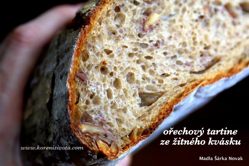 Ořechový tartine ze žitného kvásku