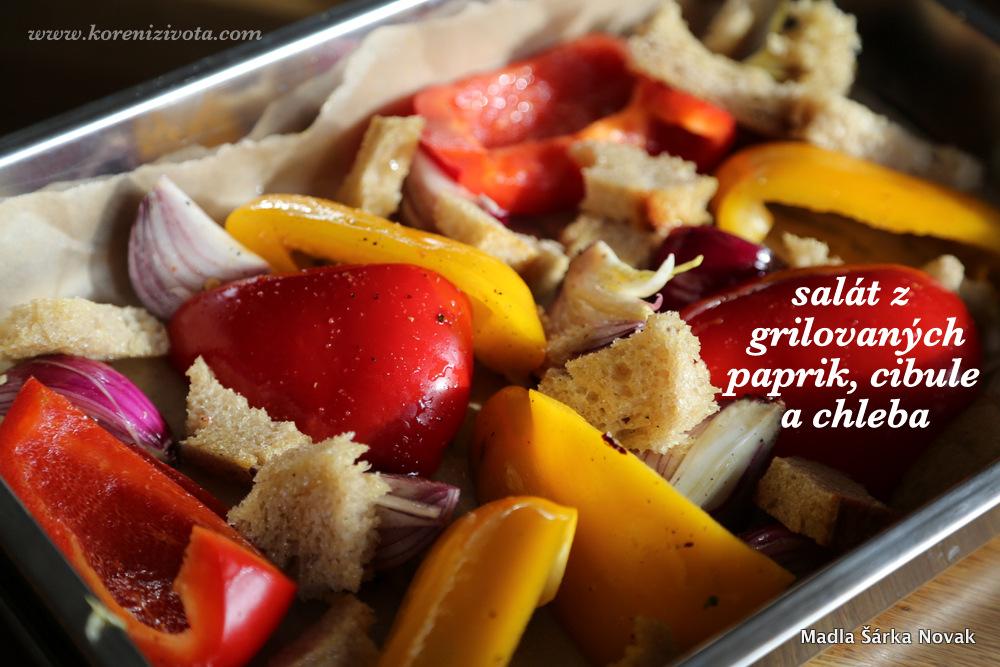zeleninu i chlebové krutony obalte v oleji a dejte do pekáčku. Chleba peče ale odděleně, neb potřebuje podstatně kratší čas pod grilem