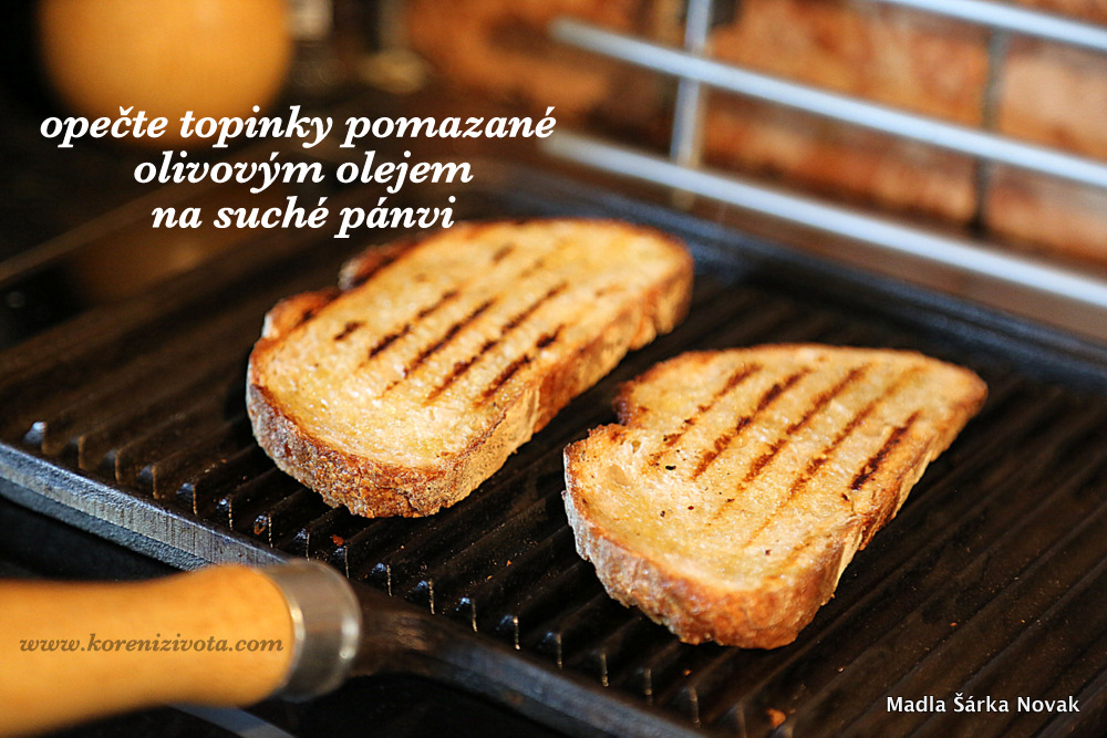 topinky potřete olivovým olejem a opečete pomalu na rozpálené, suché pánvi či pod grilem
