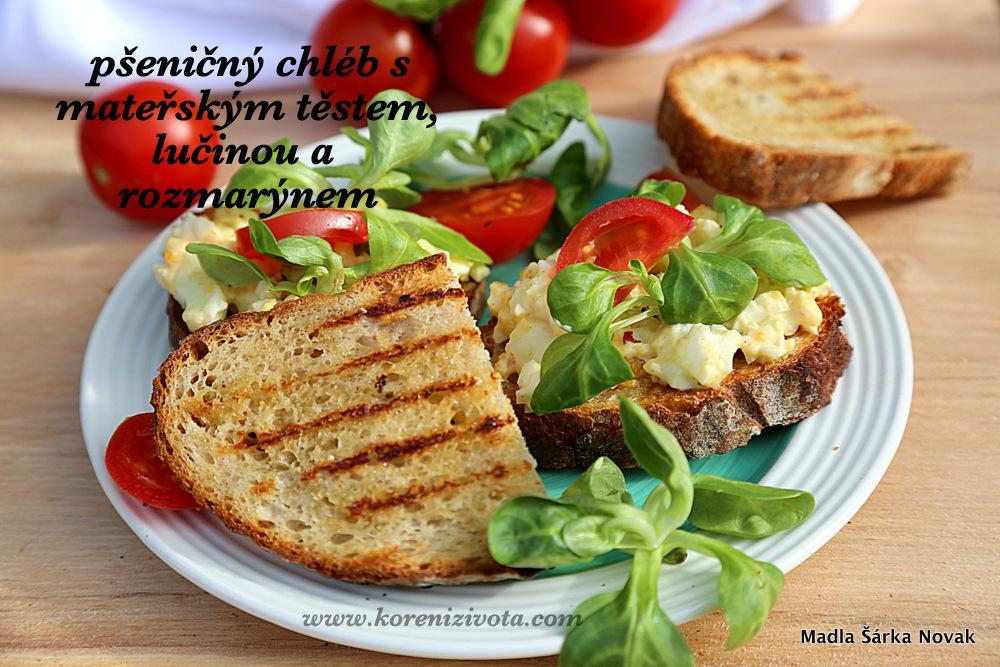 Pšeničný chléb s mateřským těstem, lučinou a rozmarýnem je báječný ogrilovaný s olivovým olejem a česnekem