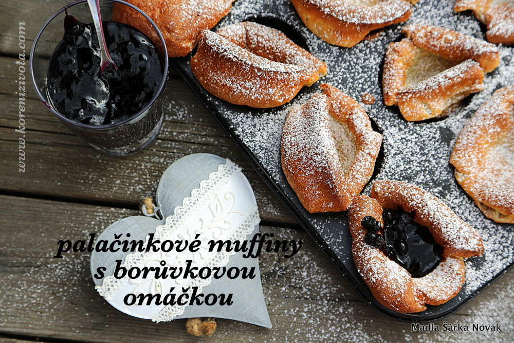 Palačinkové muffiny s borůvkovou omáčkou
