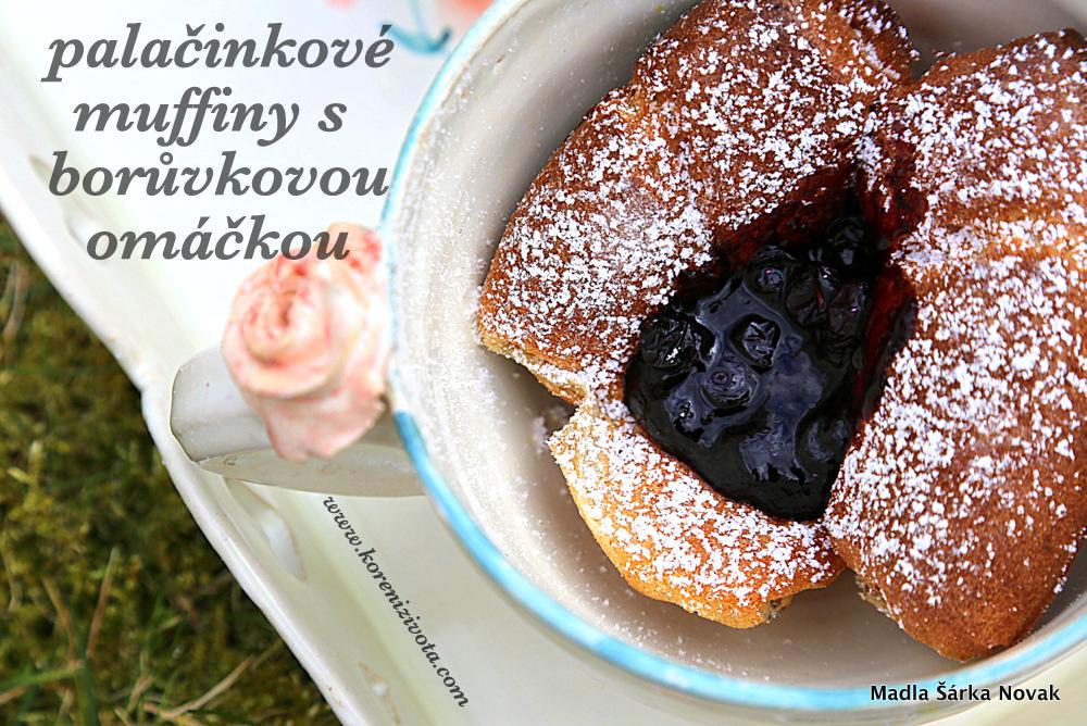 Palačinkové muffiny s borůvkovou omáčkou servírované ve svátečním hrnečku třeba s kopečkem zmrzliny ;-)