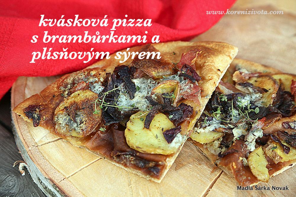 kváskové těsto na pizzu jsem vyválela na hodně tenký plát; vy si vyrobte základ podle svého gusta..