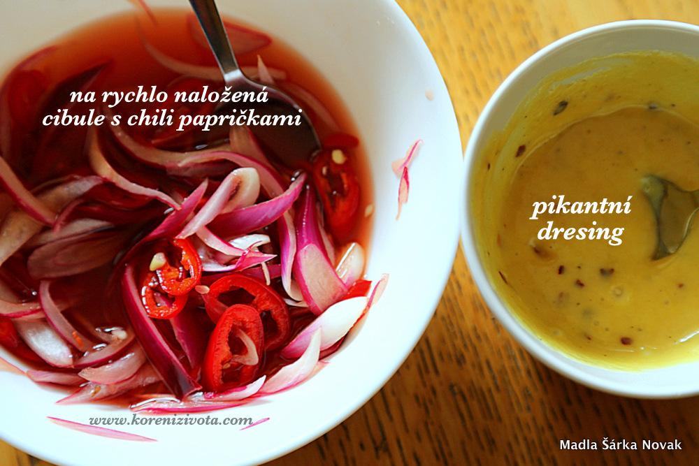 fofr nakládaná cibule s chili papričkou; zbylý nálev se dá znovu požít k nakládání zeleniny nebo jako zálivka na salát