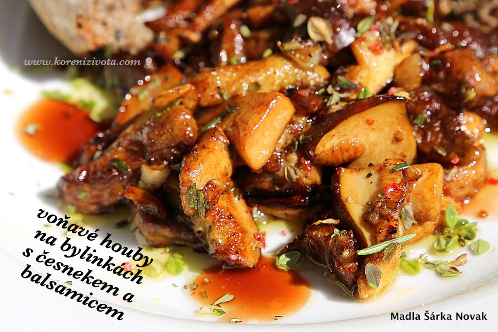 Voňavé houby na bylinkách s balsamico a česnekem; jako bonus můžete na talíři zakápnout krémovým balsamicem
