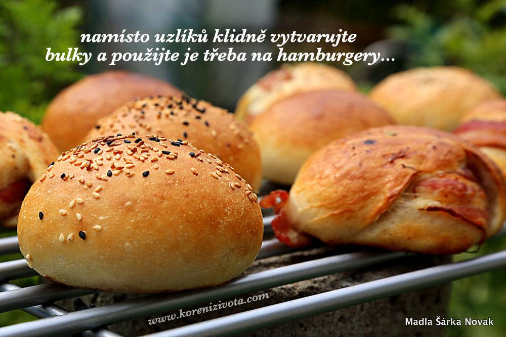 původní těsto klidně vytvarujte do bulek a použijte třeba na hamburgery