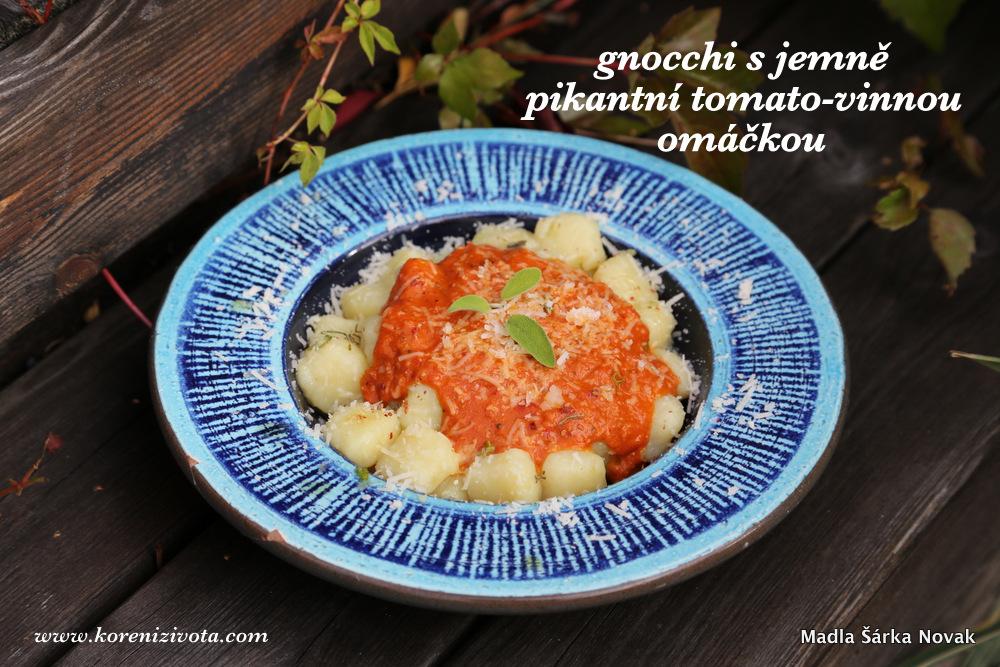 Gnocchi s jemně pikantní tomato-vinnou omáčkou
