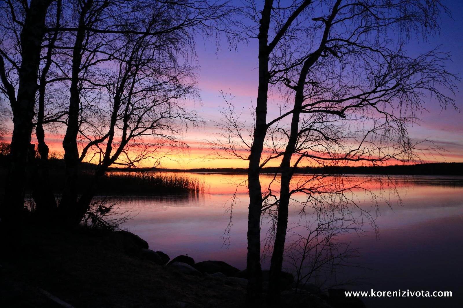 jezero Norrbysjön při východu slunce